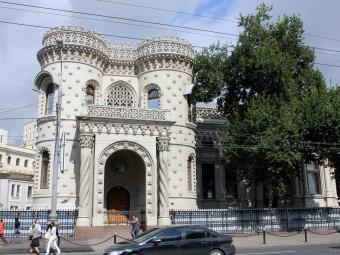9 невероятных произведений архитектуры в стиле модерн в Москве